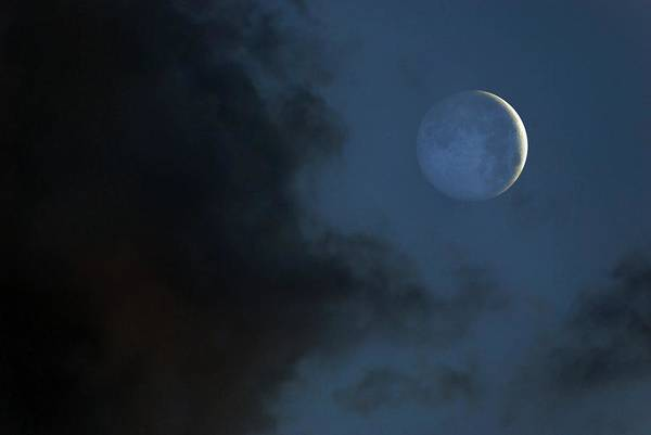 Sliver Photograph - Earthshine by Mark Garlick/science Photo Library
