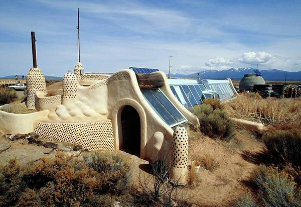 Mud House Photograph - Earthship Home by David Hay Jones/science Photo Library