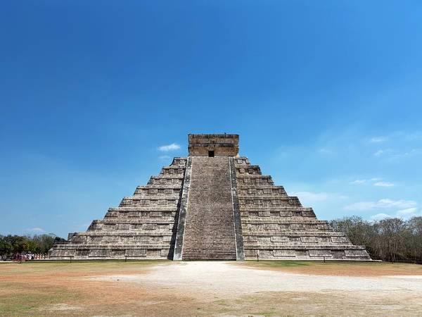 Chichen Itza Photograph - El Castillo by Daniel Sambraus