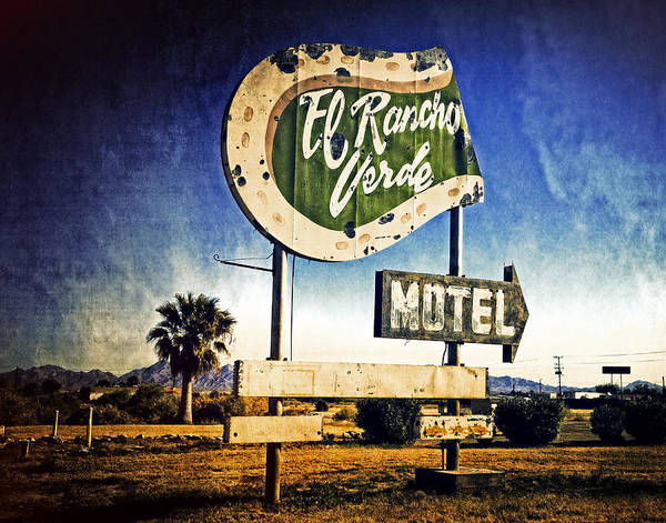 Blythe Photograph - El Rancho Verde Motel by Sandra Selle Rodriguez