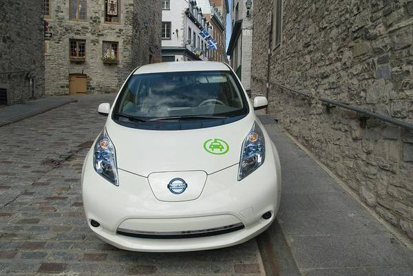 Quebec City Photograph - Electric Car by Steve Horrell/science Photo Library