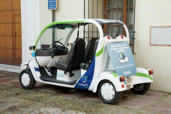 Low Battery Photograph - Electric Tourist Car by Sheila Terry/science Photo Library