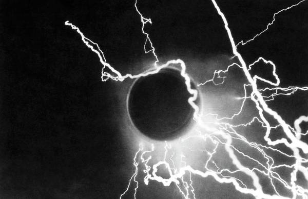 Discharge Photograph - Electrical Discharge by Emilio Segre Visual Archives/american Institute Of Physics/science Photo Library