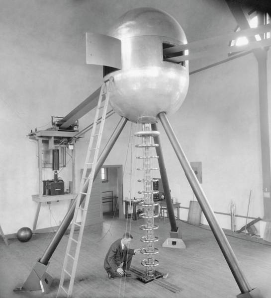 Chicago And North Western Photograph - Electrostatic Generator by Emilio Segre Visual Archives/american Institute Of Physics