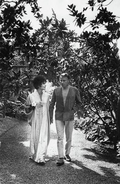 France Photograph - Elizabeth Taylor And Richard Burton In La by Henry Clarke