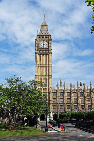 Photograph - Elizabeth Tower And Big Ben by Tony Murtagh