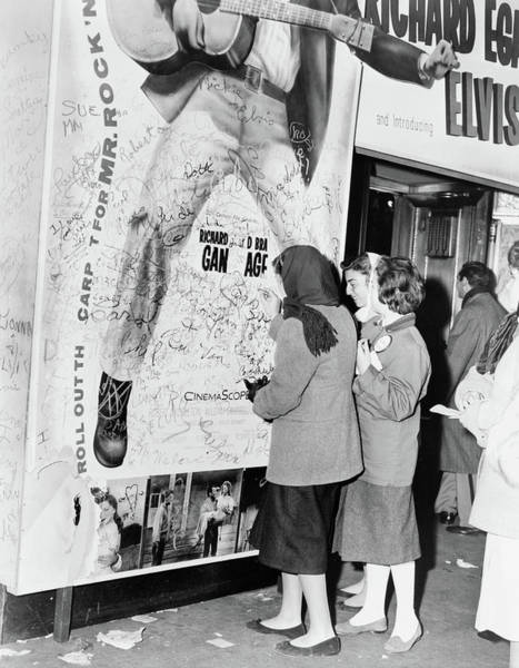 Love Me Tender Photograph - Elvis Fans, 1956 by Granger