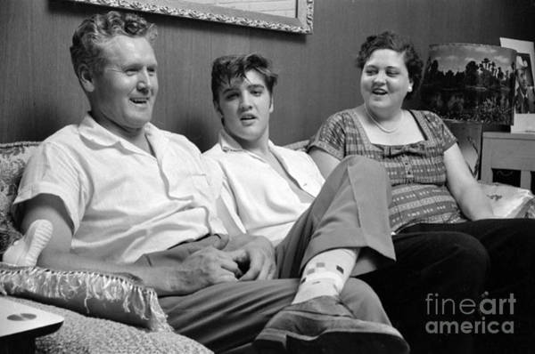 Wall Art - Photograph - Elvis Presley At Home With Vernon And Gladys 1956 by The Harrington Collection