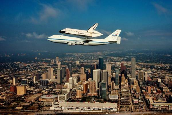 Wall Art - Photograph - Endeavor Over Houston by Benjamin Yeager