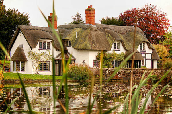Photograph - English Thatched Cottage by Sarah Broadmeadow-Thomas