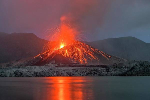 Lava Lakes Photograph - Eruption Of Mount Rinjani by Martin Rietze/science Photo Library