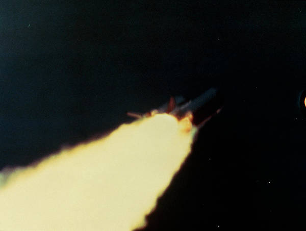Wall Art - Photograph - Explosion Of The Space Shuttle 51-l by Nasa/science Photo Library.