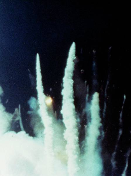Wall Art - Photograph - Explosion Of The Space Shuttle Challenger Mission by Nasa/science Photo Library.