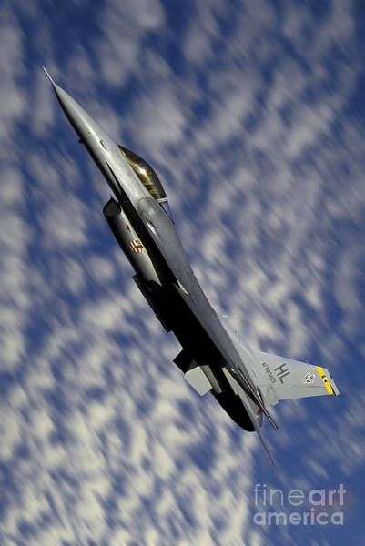 Fallon Wall Art - Photograph - F-16 Fighting Falcon Flying by Phil Wallick
