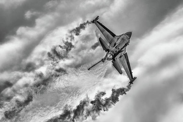 Engine Wall Art - Photograph - F-16 Solo Turk... by Rafa? Czernia