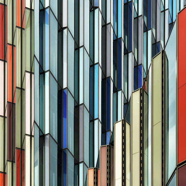 Colorful Photograph - Facade Art by Luc Vangindertael (lagrange)