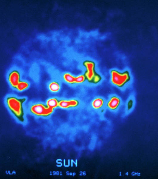 Imagery Photograph - False-col Vla Radio Image Of The Sun by Nrao/aui/nsf/science Photo Library