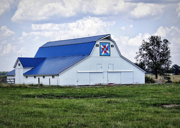 Photograph - Farmers Daughter Quilt Barn by Cricket Hackmann