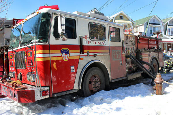 Photograph - Fdny Engine 255 by Steven Spak