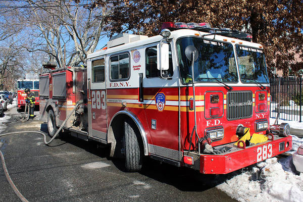 Photograph - Fdny Engine 283 by Steven Spak