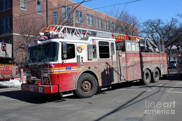 Photograph - Fdny Ladder 156 by Steven Spak