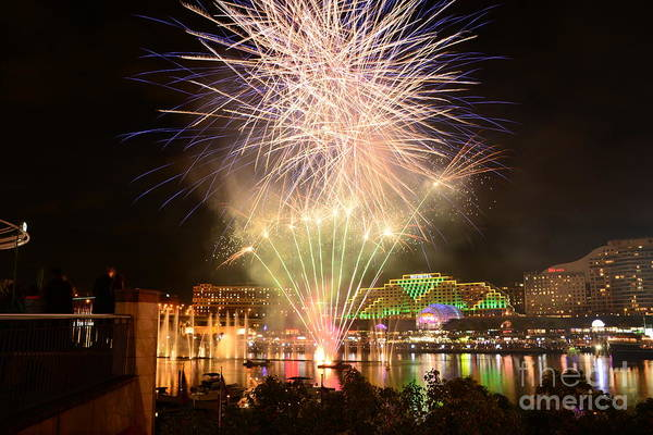 Fireworks Show Wall Art - Photograph - Fireworks Glow At Vivid Aquatique 2014 By Kaye Menner by Kaye Menner