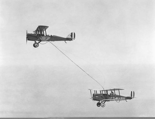 Wall Art - Photograph - First Mid-air Refuelling, 1923 by Science Photo Library