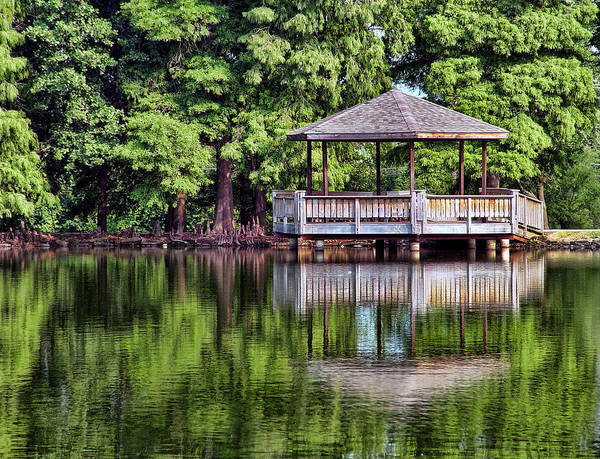 Honor Heights Park Photograph - Fishing Platform by Carolyn Fletcher