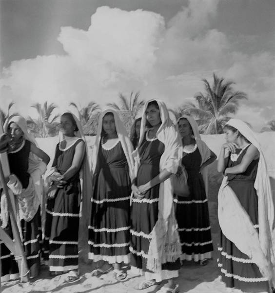 Group Of People Photograph - Fishwives At Pia De La Cuesta Beach by Horst P. Horst