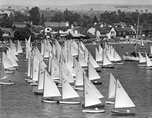 Watersports Photograph - Flight Of The Snowbirds Race by Underwood Archives