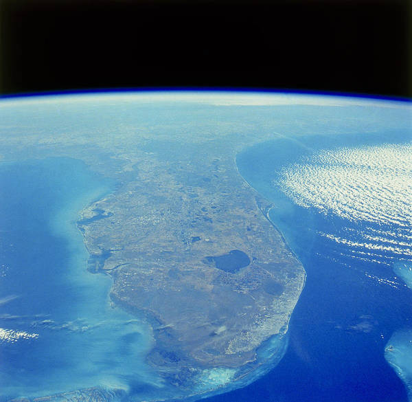 Lake Okeechobee Wall Art - Photograph - Florida Peninsula, Discovery Shuttle by Science Source