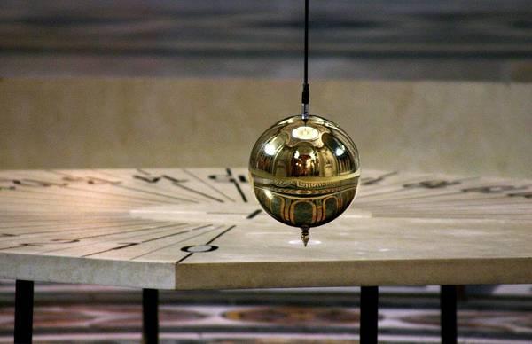 Pantheon Wall Art - Photograph - Foucault Pendulum by Babak Tafreshi/science Photo Library
