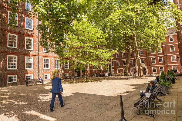 Photograph - Fountain Court Middle Temple London. by Peter Noyce