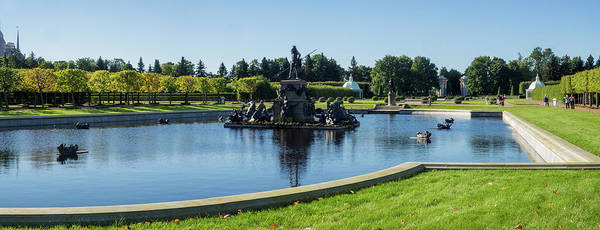 Back In The Day Photograph - Fountain In The Garden Of Peterhof by Panoramic Images