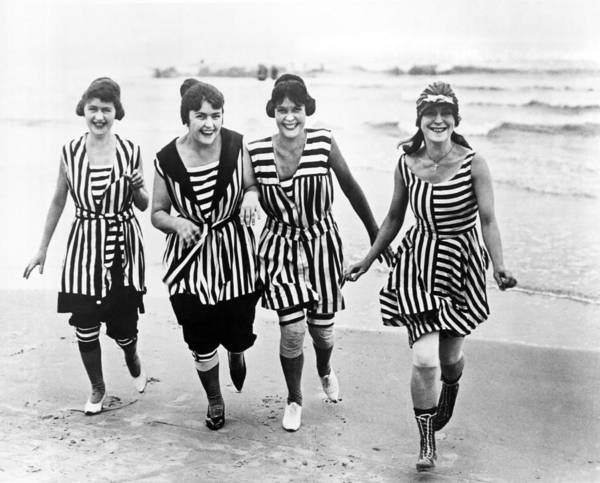 Wall Art - Photograph - Four Women In 1910 Beach Wear by Underwood Archives