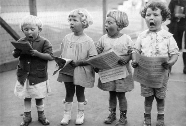 Wall Art - Photograph - Four Young Children Singing by Underwood Archives