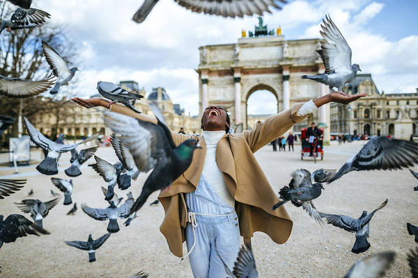 France, Paris, Happy Young Woman With Flying Pidgeons At Arc De Triomphe Art Print by Westend61