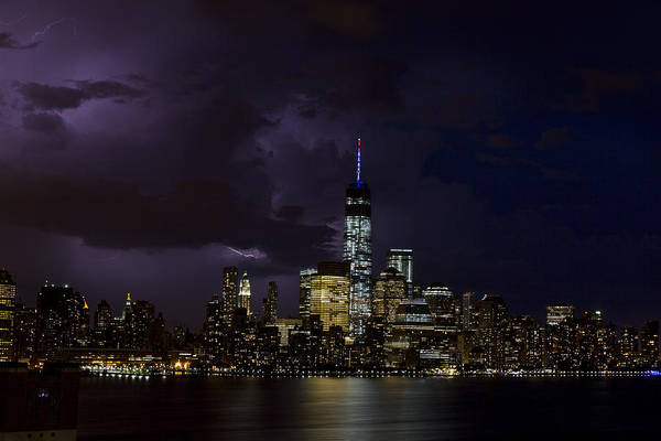 Tormenta Wall Art - Photograph - Freedom Tower Storm by D Plinth