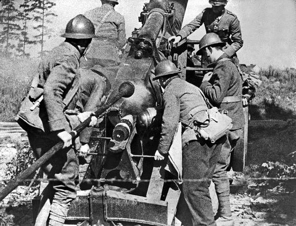 Appearance Photograph - French Soldiers Fire Their 155mm Artlillery Piece At German Posi by Underwood Archives