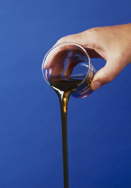 Fossil Fuel Photograph - Fuel Oil by Andrew Lambert Photography/science Photo Library