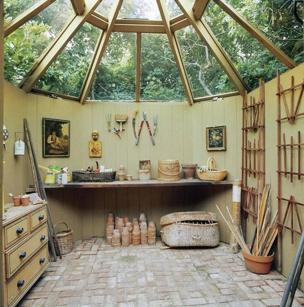 Trowel Photograph - Garden Shed by Ernst Beadle