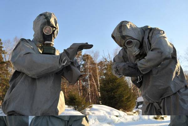 Gasmask Photograph - Gas Protection Training, Russia by Science Photo Library