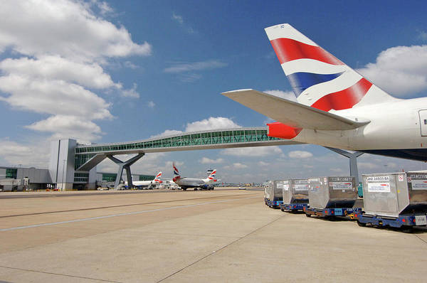 Runway Photograph - Gatwick Airport by Mark Thomas/science Photo Library