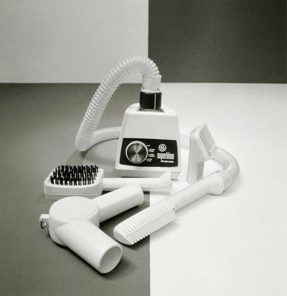 Photograph - General Electric Hairdryer by Tom Yee