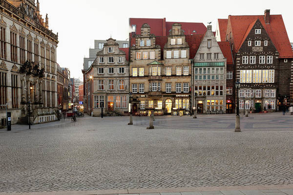 Bremen Wall Art - Photograph - Germany, Bremen, View Of Market Place by Westend61