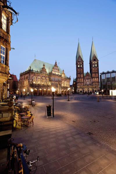 Bremen Wall Art - Photograph - Germany, Bremen,  View Of Town Hall At by Westend61