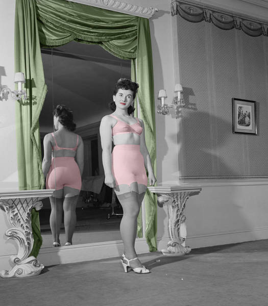Photograph - Girdle Girl 2 by Andrew Fare
