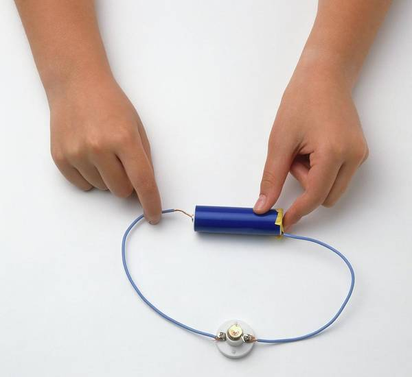 Battery Photograph - Girl's Hands Connecting Wire With Battery by Dorling Kindersley/uig