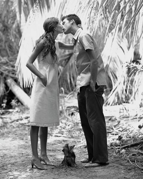 Outdoor Photograph - Gisele Bundchen Kissing A Young Man by Arthur Elgort