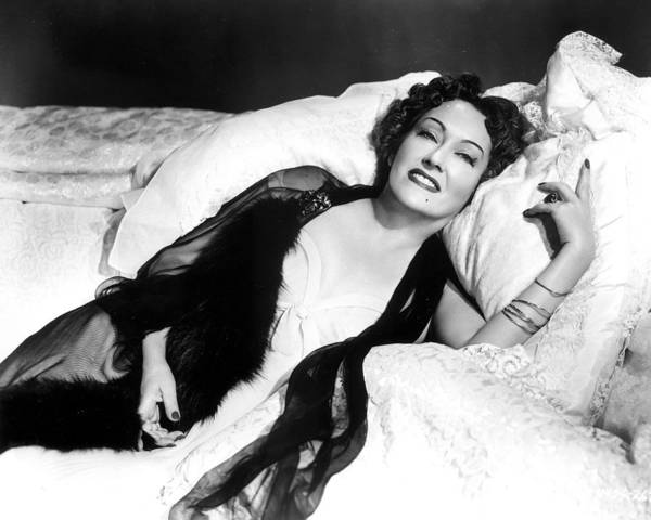 Gloria Photograph - Gloria Swanson In Sunset Blvd.  by Silver Screen